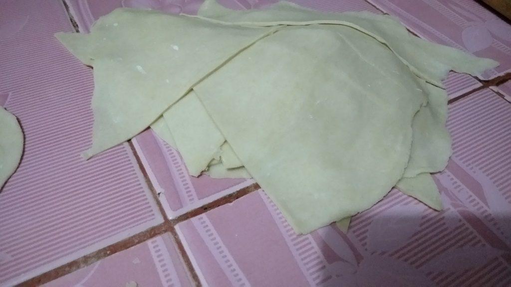 Resep Kulit Pangsit, cetak atau potong kulit pangsit sesuai selera