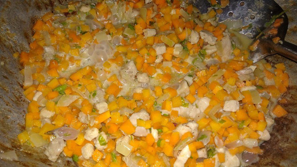 Resep Kroket Ubi Kuning, tuang susu cair, garam, gula, merica bubuk, kaldu dan seledri, aduk rata