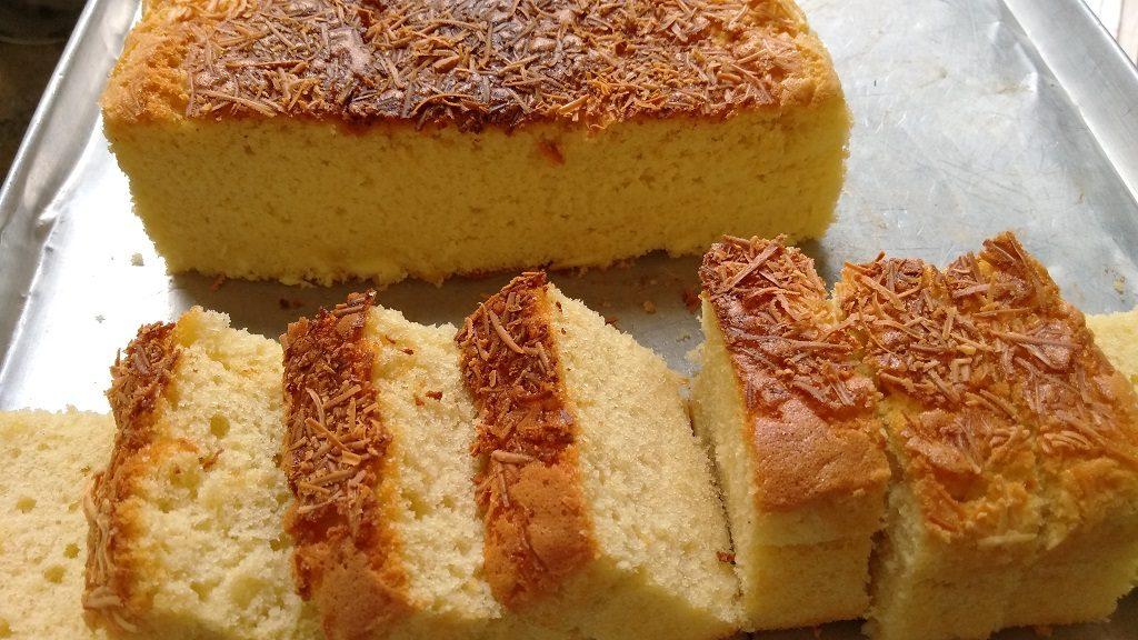 Resep Cake Keju, potong-potong sesuai selera.